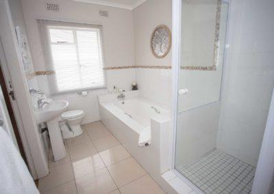 interleading-bathroom-one