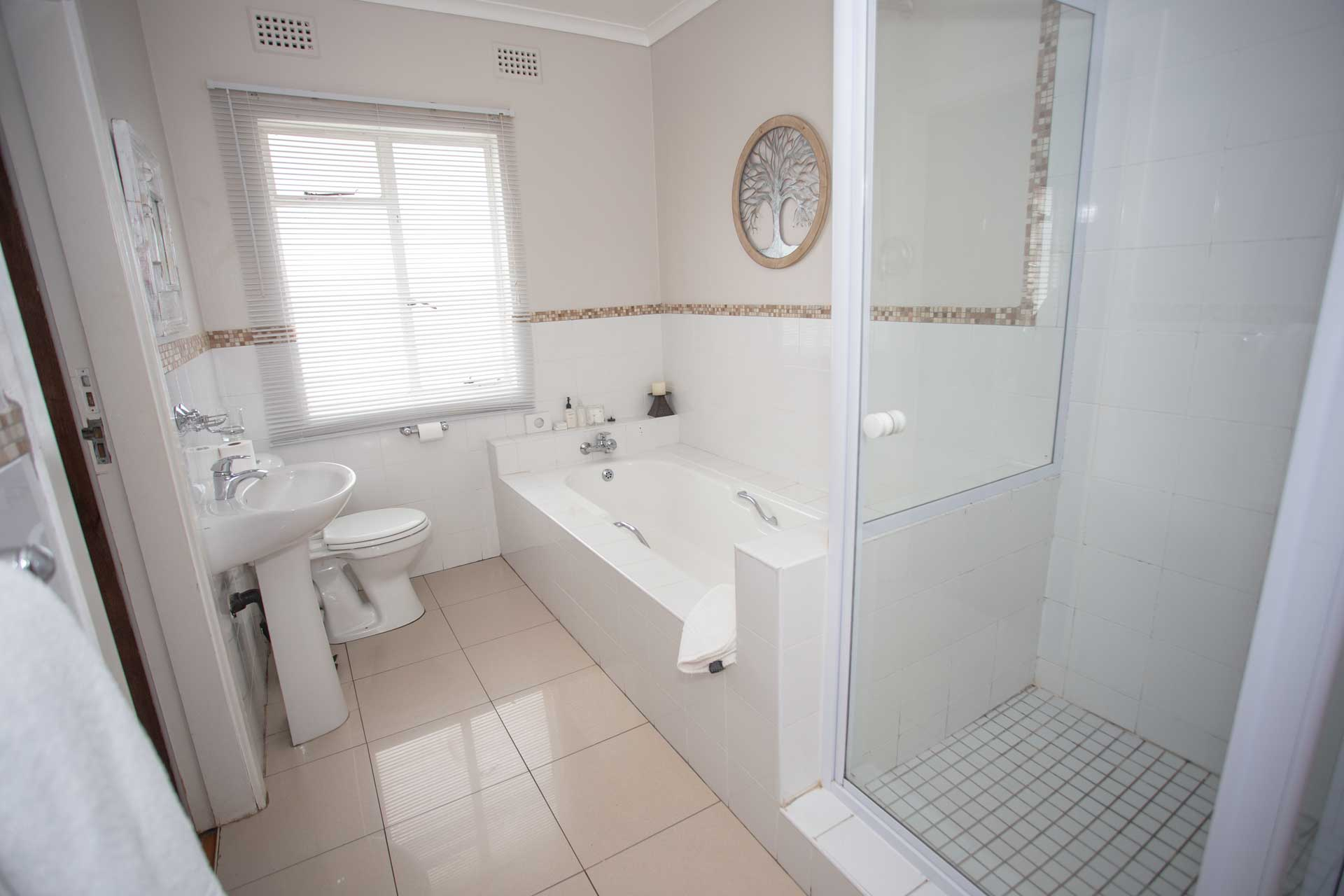 interleading-bathroom-one
