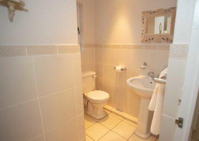bottom-bathroom